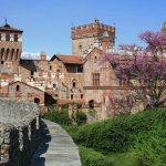 castello pavone esterno giorno